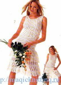 белое ажурное платье на подкладке.
